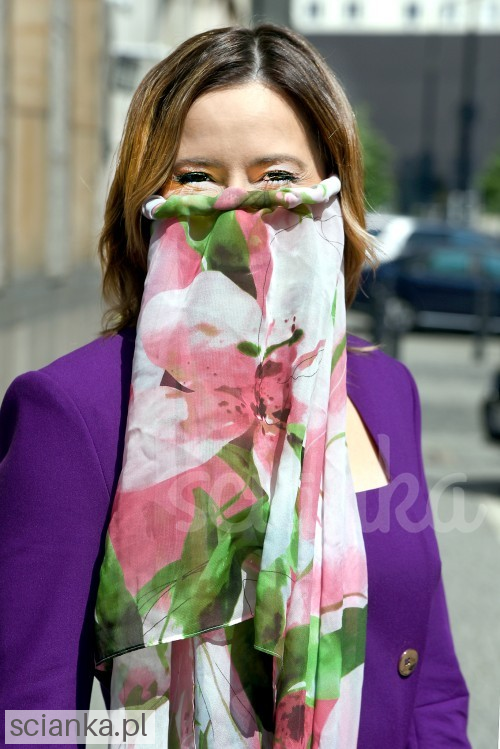 Marta Kielczyk in an elegant and fashionable face mask Ścianka<